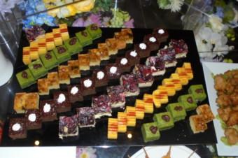 ケーキ盛合せが華を添えますね