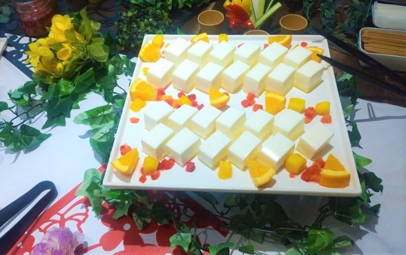 レアチーズケーキ 季節のフルーツ添え セレブリティプラン ケータリング 名古屋